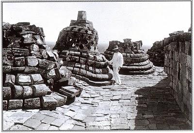 Borobudur-al-momento-della-sua-scoperta Yogyakarta: e quel tramonto dal Borobudur?